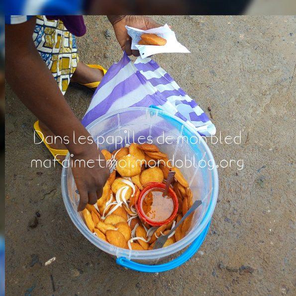 Beignets de haricots ou de koki dans un seau / Crédit Photo : Votre espionne culinaire